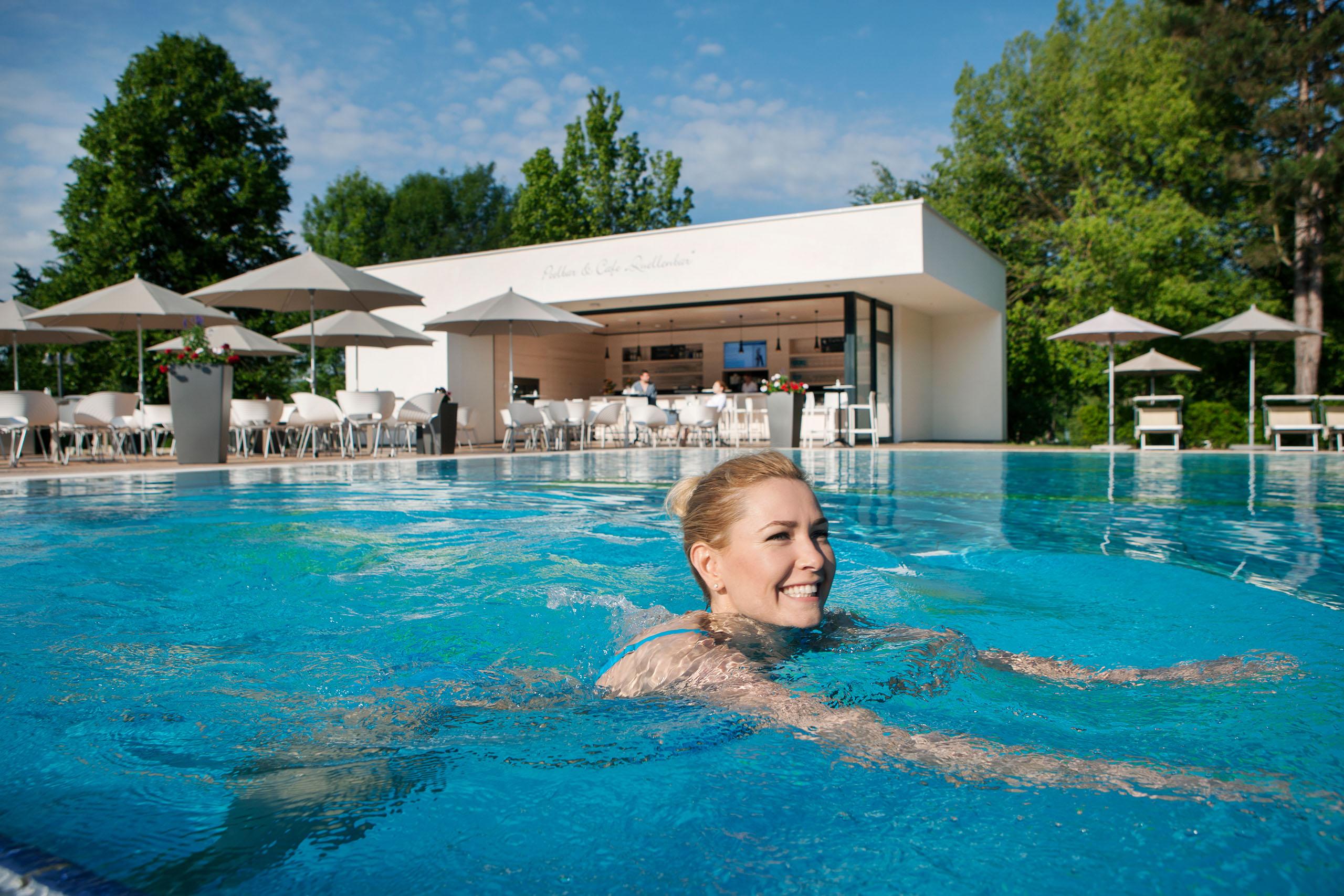 Schwimmbecken in der Heiltherme Bad Waltersdorf